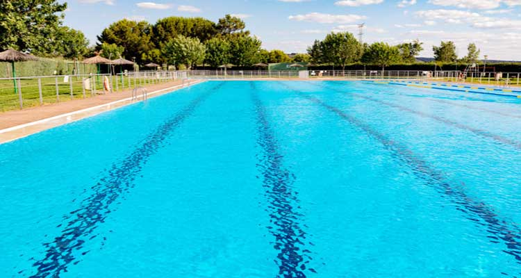 How to Chlorinate a Pool